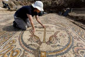 1,500-year-old mosaic floor excavated!